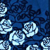 飾って楽しむ「モダンな藍染」作品たち