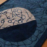 藍染テーブルランナー「変わり丸紋」