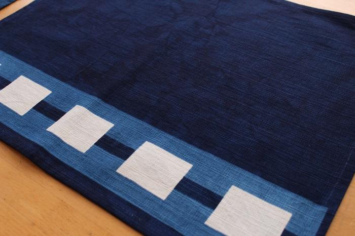 抽象柄の藍染ランチョンマット