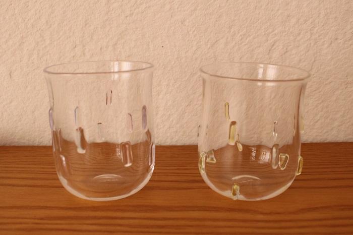 窓のグラス(すみれ・たんぽぽ)