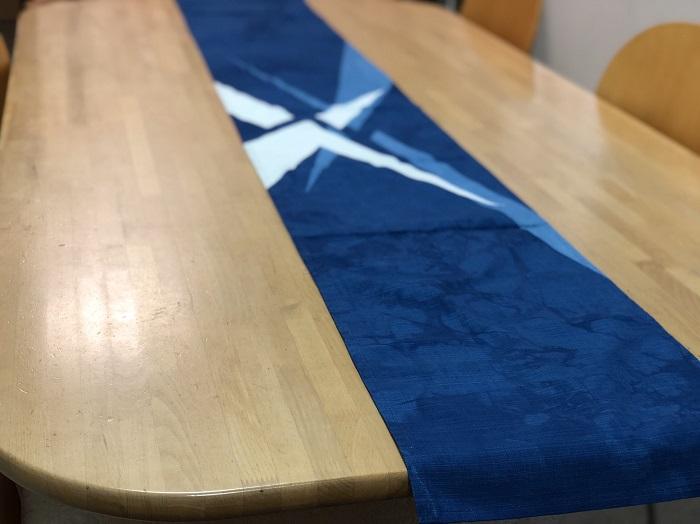 藍染テーブルランナー「閃光」
